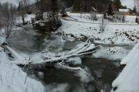 Замерзшая речка в Лазещине